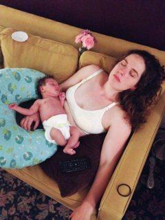 La forza delle mamme: i primi 2 anni di maternità in 14 scatti
