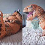 Perché questa donna si è fatta fare un servizio sexy in costume da dinosauro