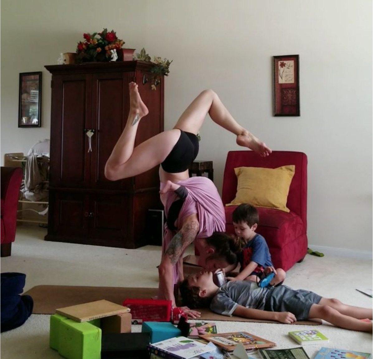 Brestfeeding yoga: l'ultima frontiera dello yoga è... allattando