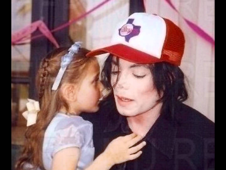 """Quel tatuaggio gemello per la figlia di Michael Jackson e l'ex bimbo di """"Mamma ho perso l'aereo"""""""