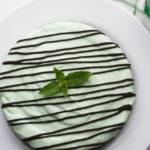 Aria d'estate con la torta fredda ciocco-menta