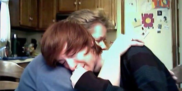"""""""Mamma, sono gay"""": la reazione della madre lascia tutti a bocca aperta"""