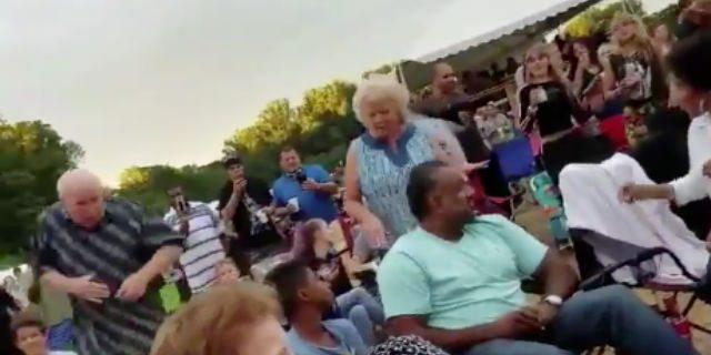 Il rap non ha età: il ballo della coppia di anziani è virale