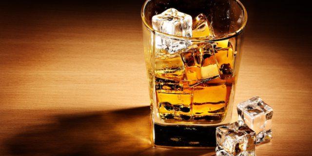 Pagati per bere whisky e girare il mondo: ecco l'offerta di lavoro