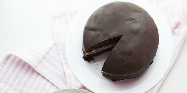 Un'esplosione di gusto con questa dolcissima torta Kinder pinguì