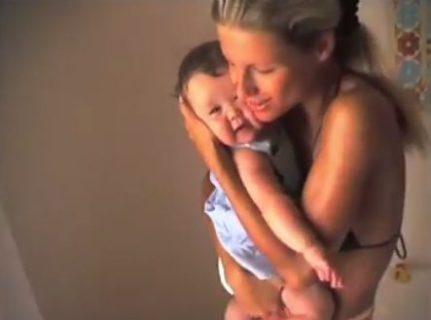 Michelle e Aurora, 24 anni di tenerezze e complicità tra madre e figlia.