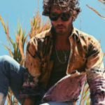 Stefano De Martino come Belen: esagera con Photoshop e si trova con un dito in più