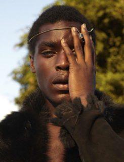 Prison Bae, il modello con gli occhi bicolor, dal carcere alla passerella
