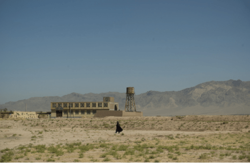Senza marito, la solitudine delle madri single afghane, fantasmi di una società maschilista