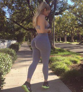 La mania delle fitness blogger per i belfie, i selfie al lato B