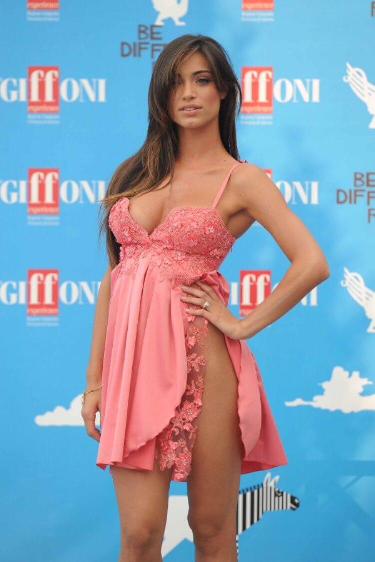 """Da """"Amici"""" alla copertina di Playboy, la ballerina Lorella Boccia si spoglia"""