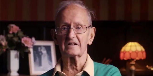 """""""Ricomincerei ancora la mia vita con lei"""": le dolci parole di un uomo alla moglie malata di Alzheimer"""