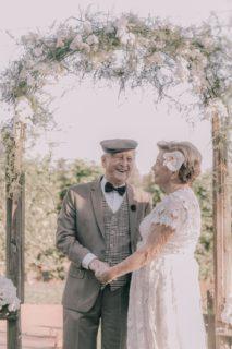 Questa coppia senza foto del loro matrimonio ha fatto un servizio di nozze 60 anni dopo