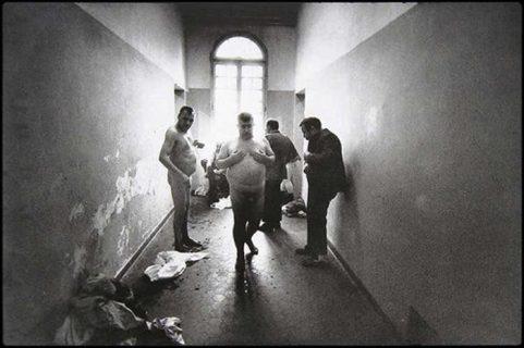 """""""Per loro è tardi, ma scatta perché gli altri vedano"""": i manicomi italiani prima della legge Basaglia"""