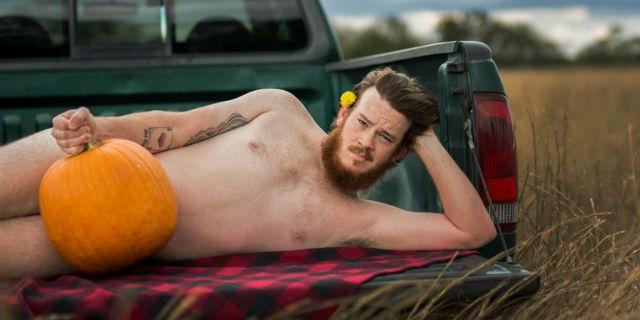 """Questo """"sexy"""" servizio fotografico di Halloween è quello che ogni moglie vorrebbe"""
