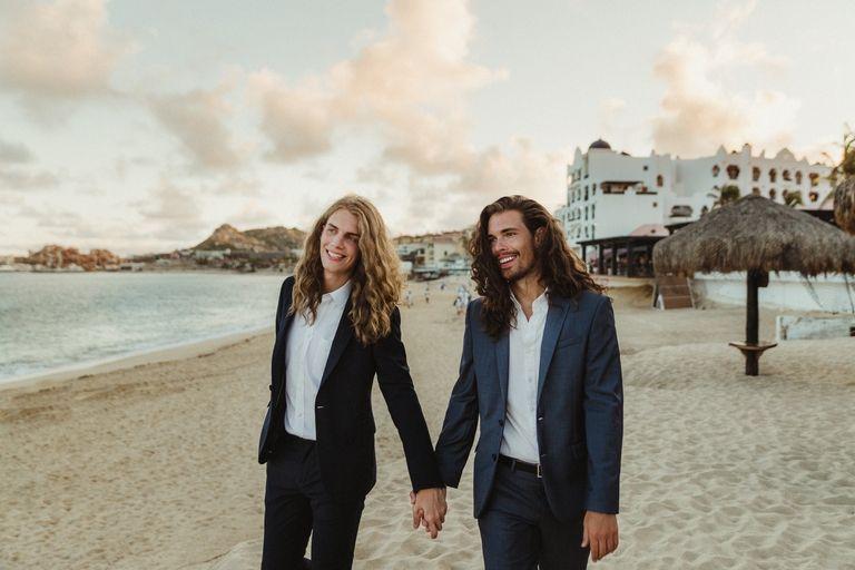 Questa coppia di sposi ha i capelli che tutte vorremmo