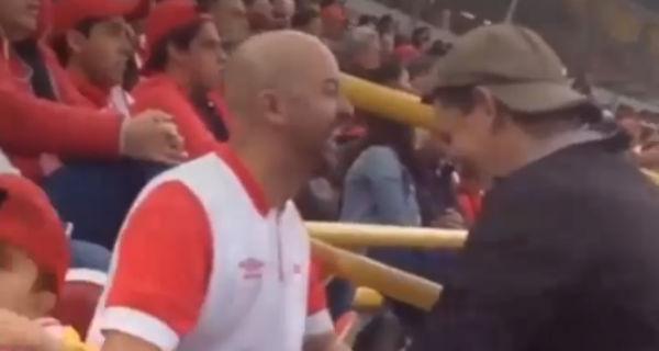 Ecco come un padre ha mostrato una partita di football al figlio cieco
