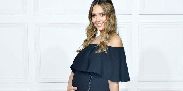 Il video annuncio della terza gravidanza di Jessica Alba non lascia dubbi