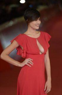 """""""Rosso come la passione"""": red carpet hot per l'ex miss Italia Alice Sabatini"""