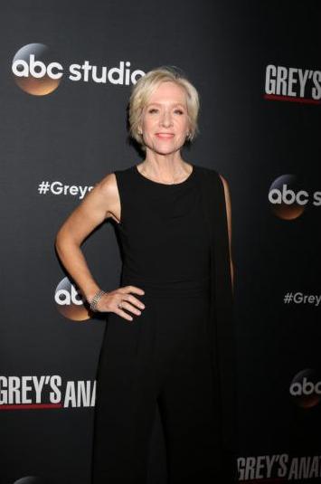 300 puntate di Grey's Anatomy: i medici in abito da sera al party
