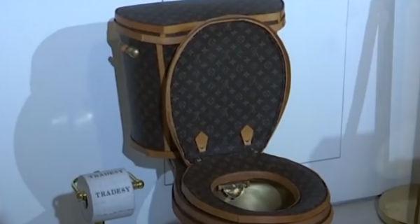 Chi ha bisogno di una borsa... quando puoi avere un water di Louis Vuitton?