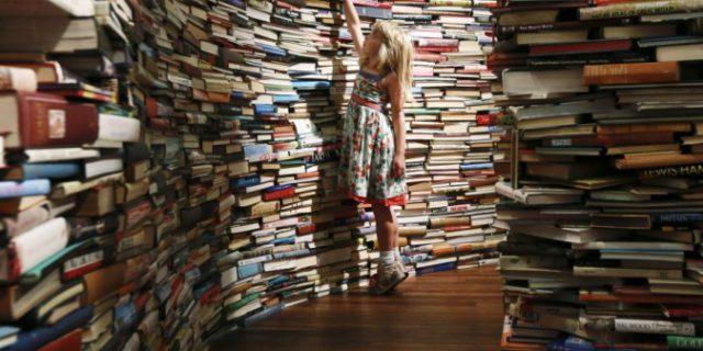 Quanti libri hai in casa? Ecco se, e perché, tu o i tuoi figli potreste guadagnare di più