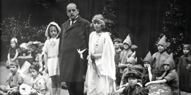James Matthew Barrie, l'autore di Peter Pan che smise di crescere per far felice la madre