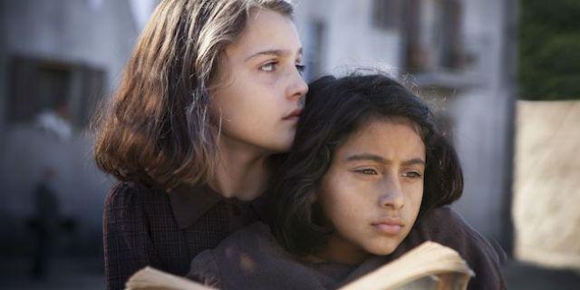 """Chi è """"l'amica geniale"""" che si nasconde dietro Elena Ferrante"""