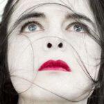 """Amélie Nothomb, la donna """"certa di essere brutta"""" che ama quelle più belle"""