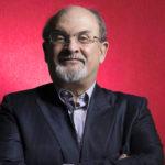 """Salman Rushdie e quei """"versi satanici"""" costati la vita a tante persone"""