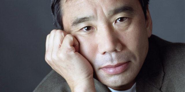 Haruki Murakami, la vita di uno scrittore tra gatti e jazz