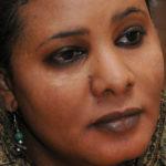 Lubna Ahmed al-Hussein, condannata a 40 frustrate per aver indossato i pantaloni