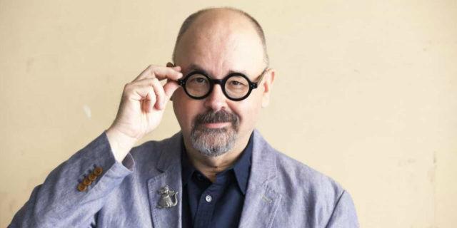 """""""Ogni libro ha un'anima"""". Addio a Carlos Ruiz Zafón, il """"feticista del libro"""""""
