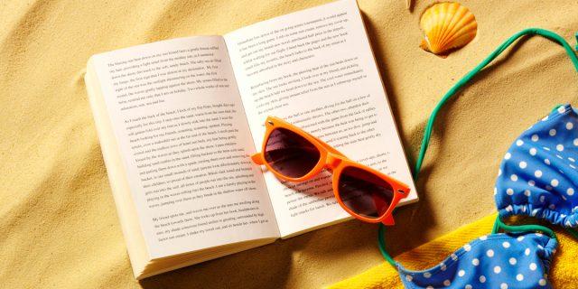 13 libri da leggere sotto l'ombrellone in questa pazza estate 2021