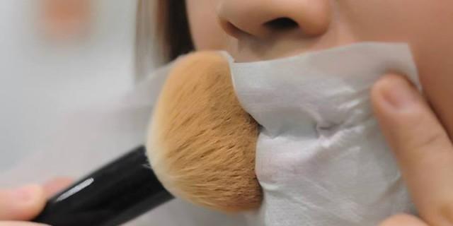 Come fissare il trucco: tutti i segreti per un make up perfetto! [FOTO & VIDEO]