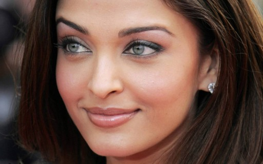 Gray-Eyes-Aishwarya-Rai-1024x640