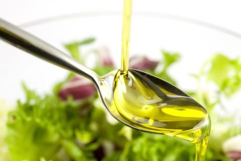 10 Fanstastici usi alternativi dell'olio di oliva