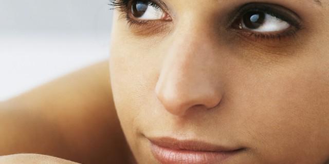 5 Rimedi naturali per eliminare occhiaie e borse