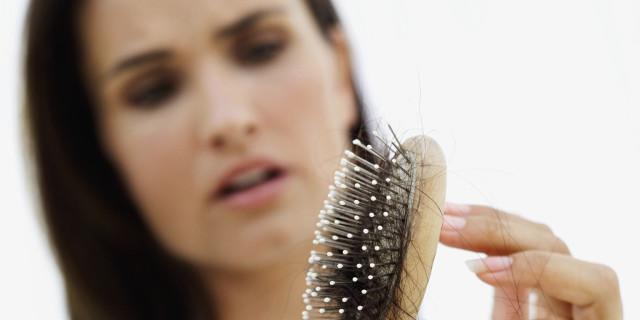 Caduta di capelli in autunno: 5 consigli per curarla