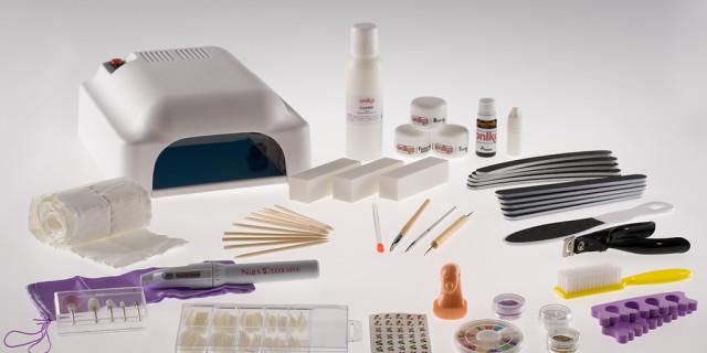 Ricostruzione unghie il kit base e i prodotti indispensabili