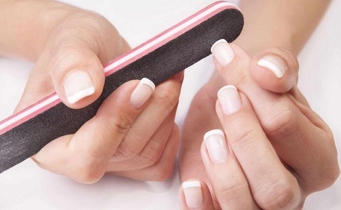 Come rinforzare le unghie: manicure