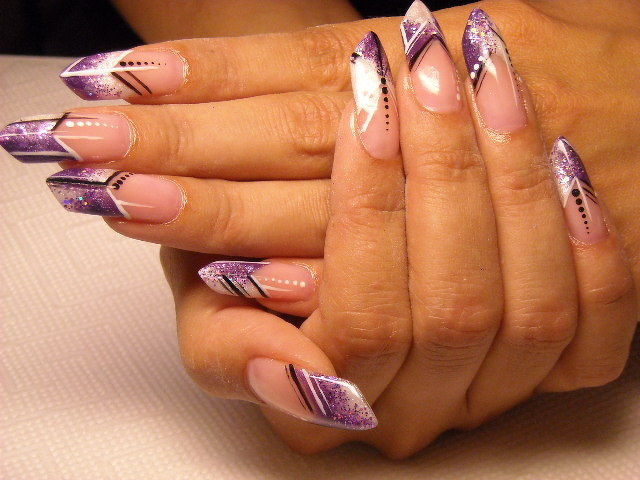 Diverse forme di unghie a stiletto