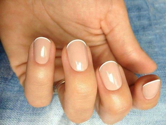 Unghie tonde french manicure