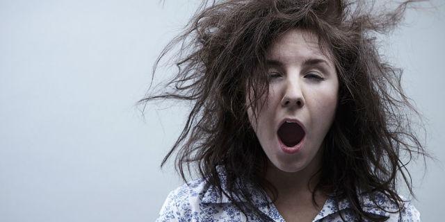 Come alzarsi e uscire al mattino senza pettinarsi i capelli