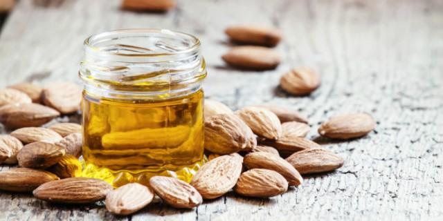Tutti i benefici dell'olio di mandorle dolci