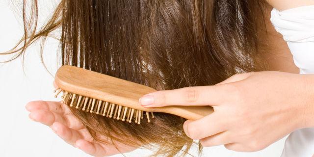 pettinare troppo i capelli