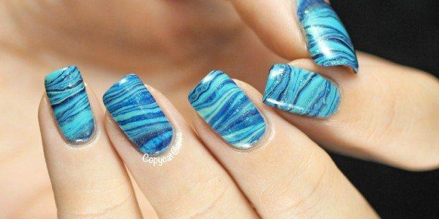 water marble nail art azzurra