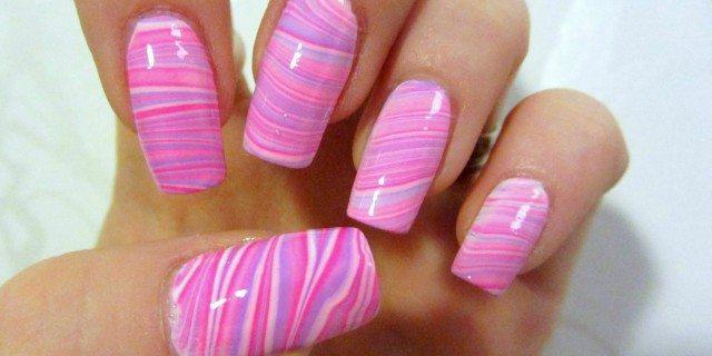 water marble nail art rosa