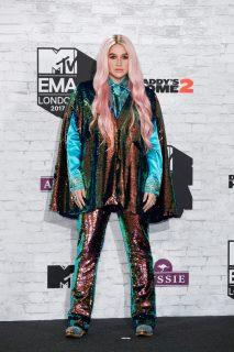 Da Rita Ora bella anche in accappatoio ai look più disastrosi degli MTV EMA 2017