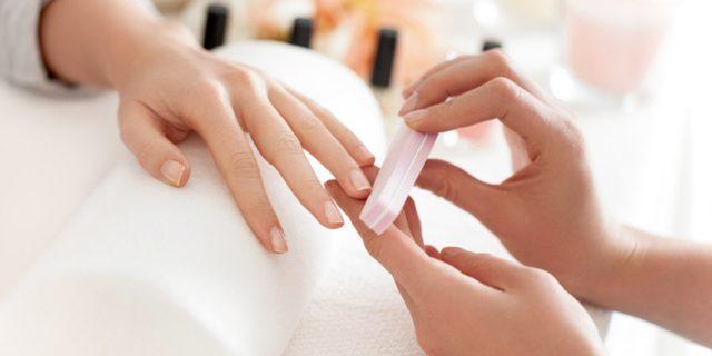 ricostruzione unghie con tip e gel